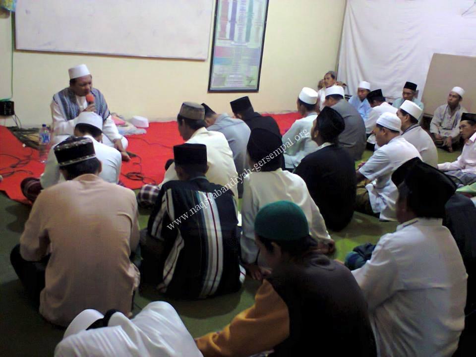 Tampak Jama'ah SITQON sedang mengikuti kegiatan Khotmil Khwajagan