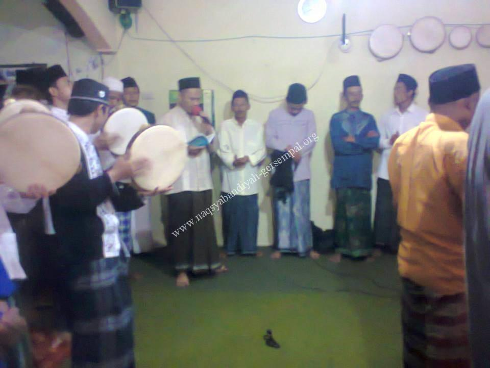 Tampak Jama'ah SITQON Lumajang melantunkan Sholawat Nabi SAW
