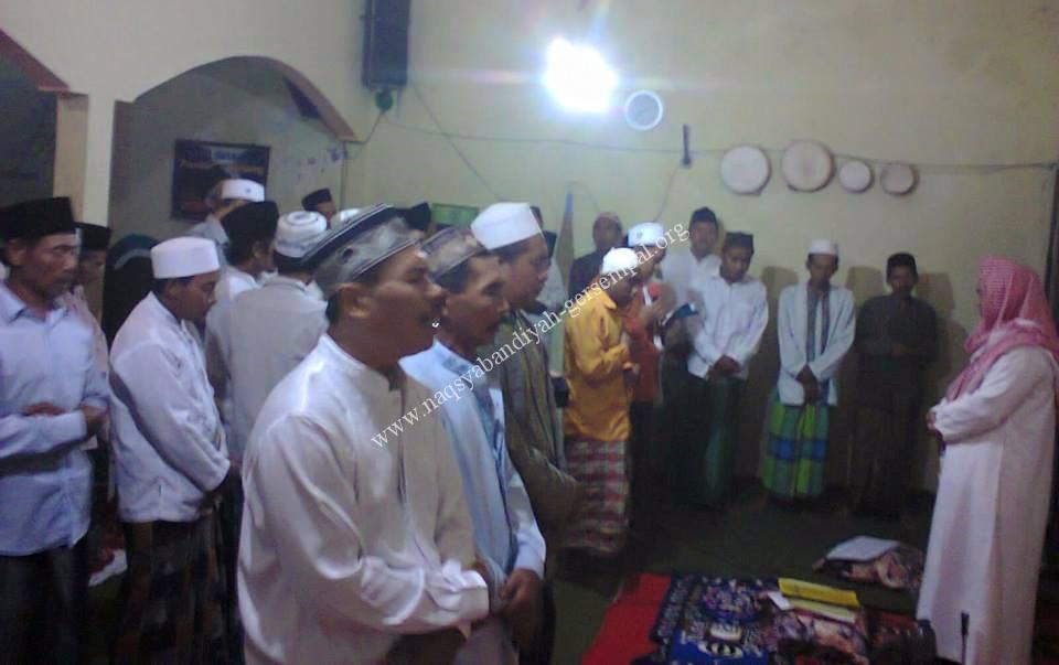 Tampak Jama'ah SITQON Lumajang memanjatkan Sholawat Nabi SAW