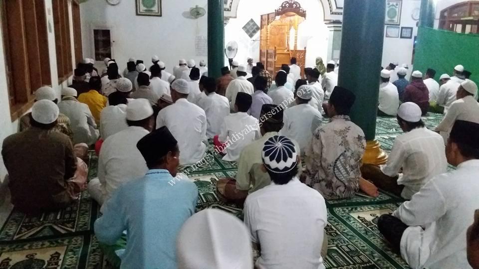Ikhwan dan Muhibbin Naqsyabandiyah Gersempal Ketapang Sampang mengikuti kegiatan SITQON