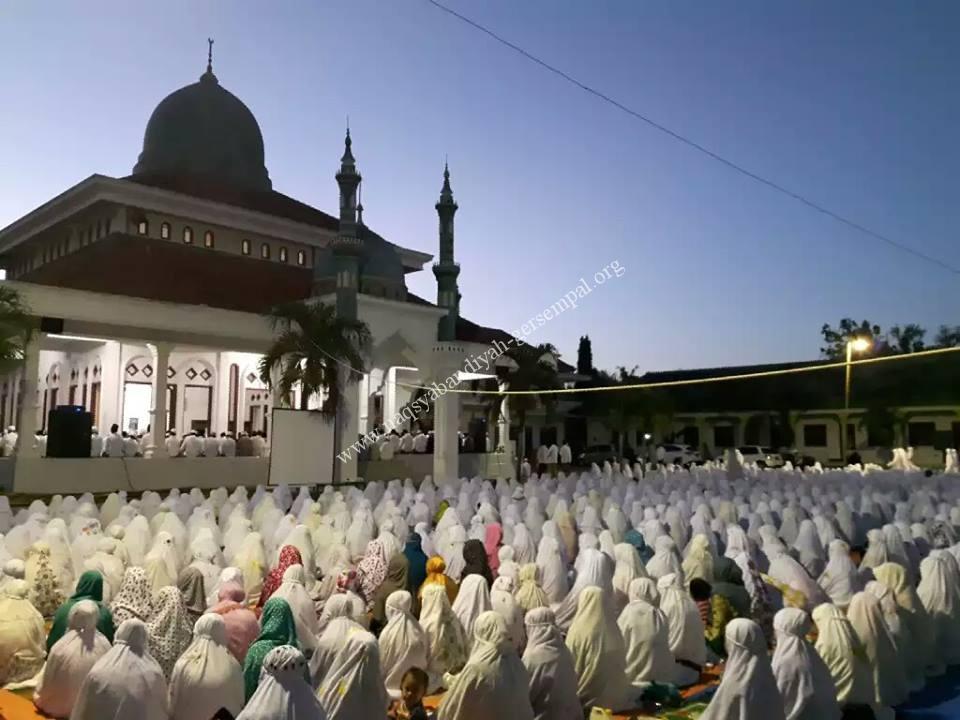 Tampak Jama'ah SITQON, berdzikir di PP. Darul Ulum II Al-Wahidiyah Gersempal Omben Sampang