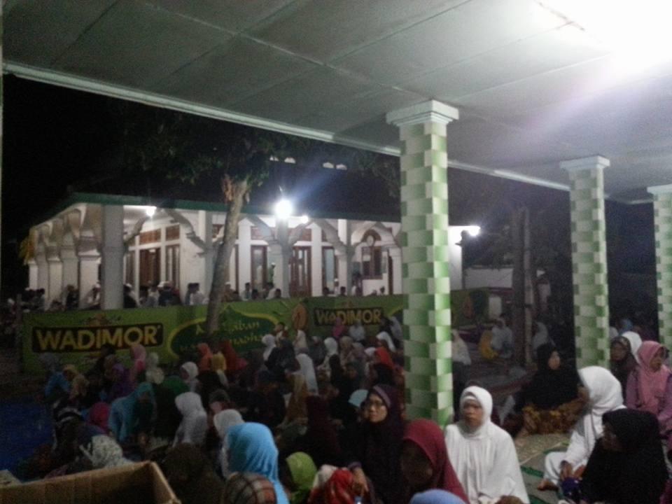 Tampak Ikhwan Akhowat dan Simpatisan Thoriqoh Naqsyabandiyah (Jama'ah SITQON) mengikuti kegiatan di Blumbungan Pamekasan