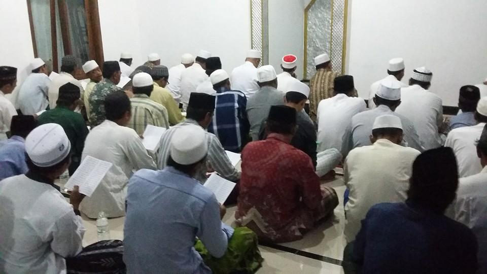 Ikhwan dan Simpatisan Thoriqoh Naqsabandiyah Gersempal mengumandangkan Sholawat Tawassuliyah