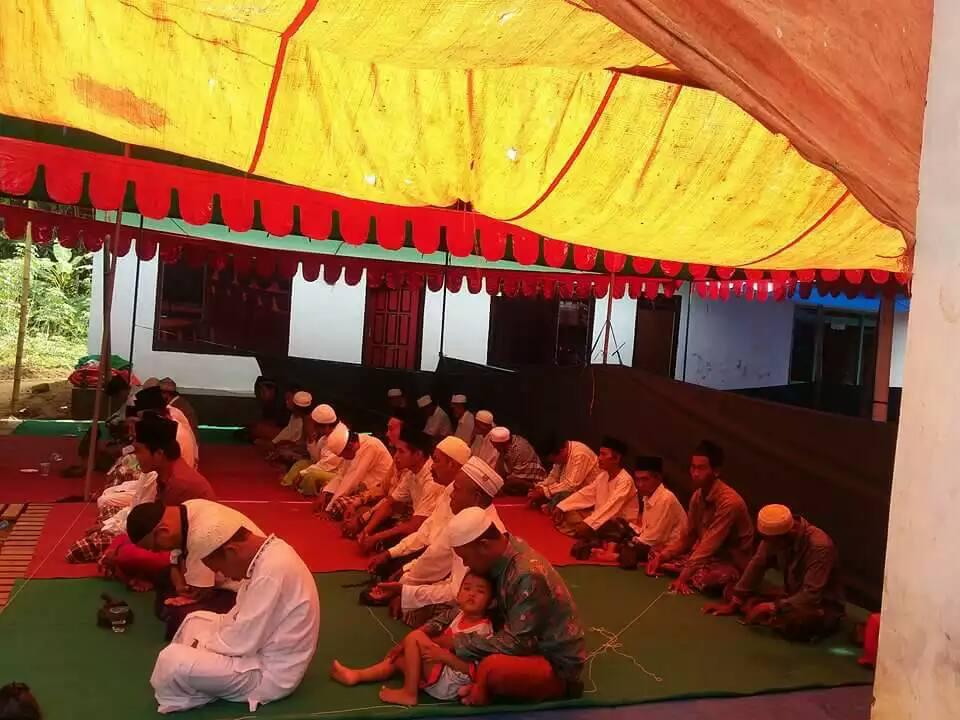 Jama'ah SITQON Ranting Seddur Pakong, mengikuti kegiatan di kediaman K. Baidlowi Ahmad Dusun Nungkenik Desa Seddur Pakong Pamekasan