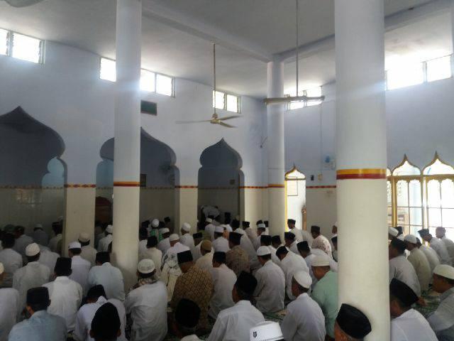 Kegiatan Dzikir bersama di Masjid Al-Kautsar Plakpak Pegantenan