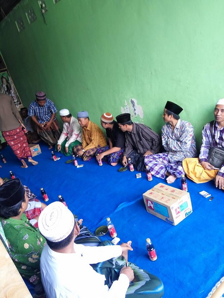Ikhwan Akhowat dan Simpatisan Thoriqoh Naqsyabandiyah Gersempal mengikuti kegiatan SITQON Cabang Denpasar Bali