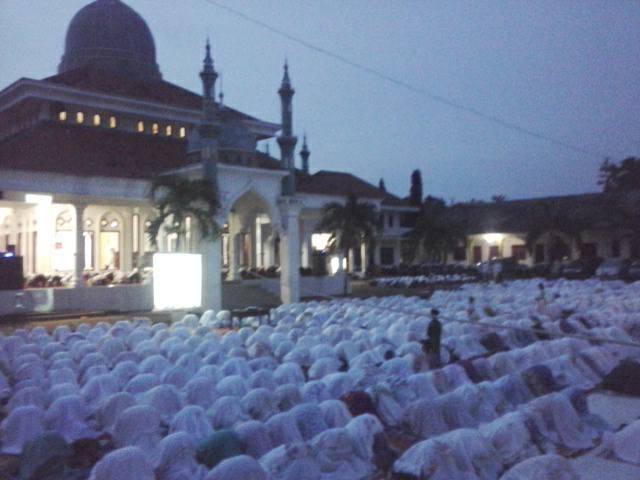 Tampak Jama'ah SITQON sedang mengikuti kegiatan Sholat Maghrib berjema'ah