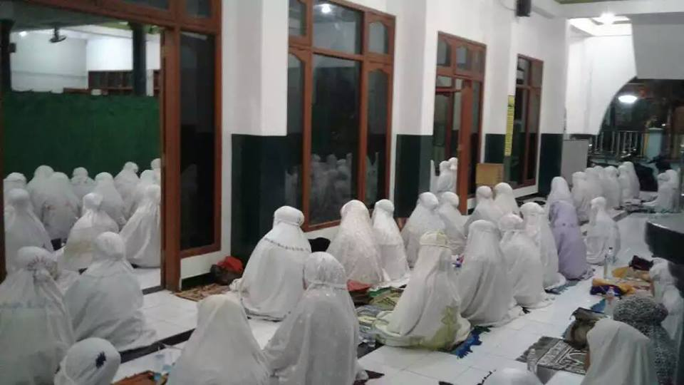 Jama'ah SITQON Surabaya mengikuti kegiatan Dzikir bersama Khotmil Khwajagan