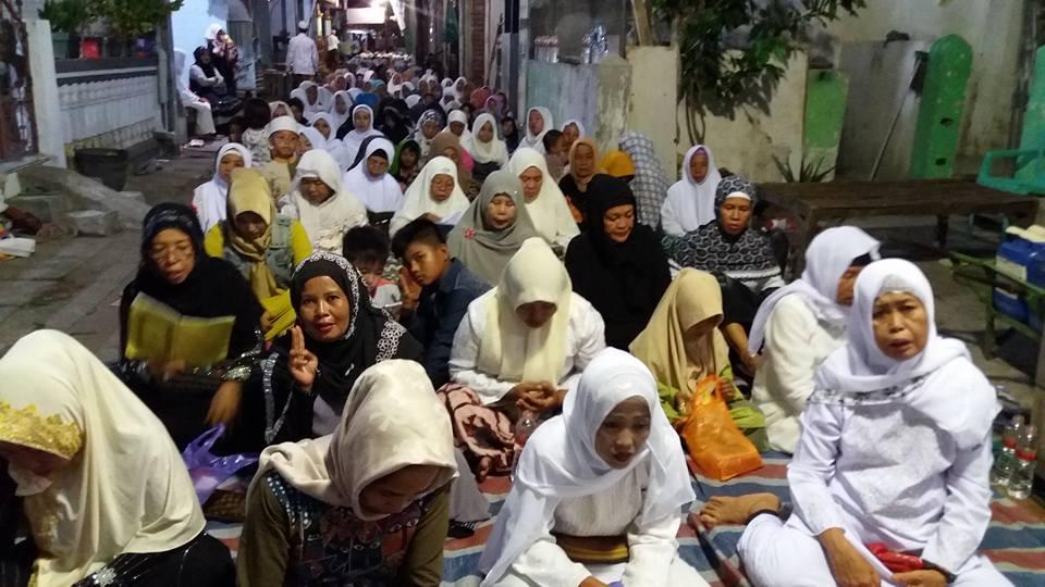 Jama'ah SITQON dan IS'AD II Al-Wahidiyah mengikuti Majlis Dzikir Bulanan