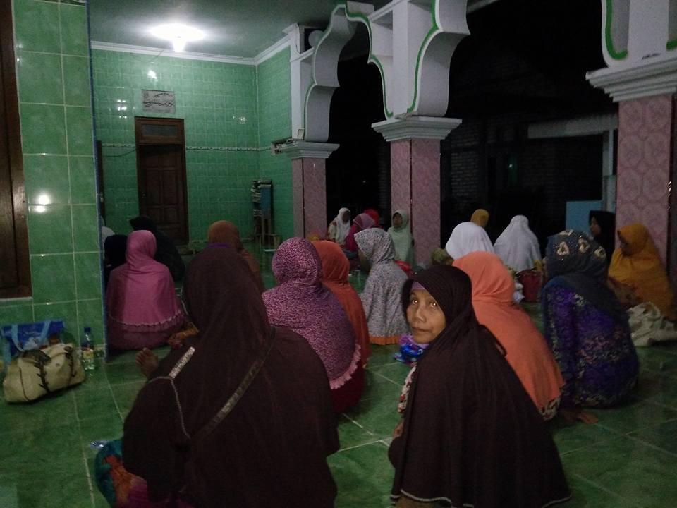 Akhowat dan Simpatisan Thoriqoh Naqsyabandiyah Gersempal mengikuti acara PC. SITQON Pamekasan