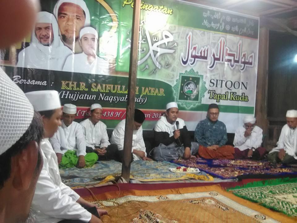 Tampak Hujjatun Naqsyabandiyah Gersempal KH. R. Saifullah Ja'far menyampaikan Taujihat Wal Irsyadat kepada SITQON Tapal Kuda