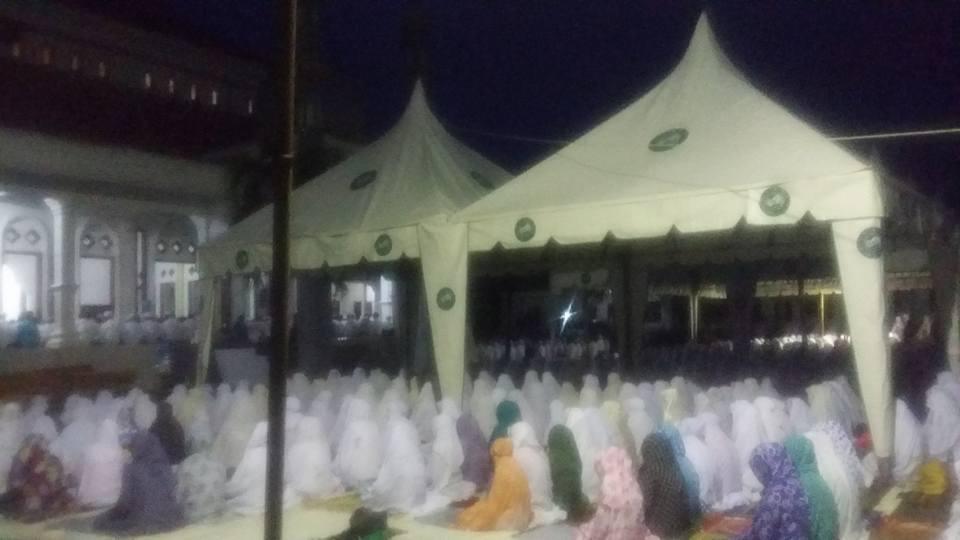 Tampak Jama'ah SITQON mengikuti kegiatan Dzikir bersama di PP. Darul Ulum II Al-Wahidiyah Gersempal Omben Sampang