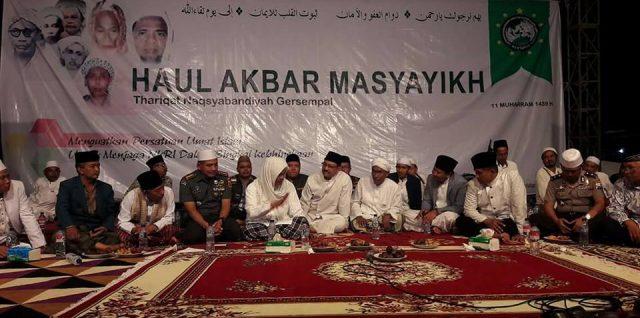 Ulama', Umaro, dan TNI POLRI do'akan keselamatan NKRI pada Haul Akbar Masyayikh Naqsyabandiyah Gersempal